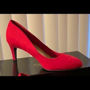 Dexflex Red Suede Sexy Pumps size 6 Wide NWT